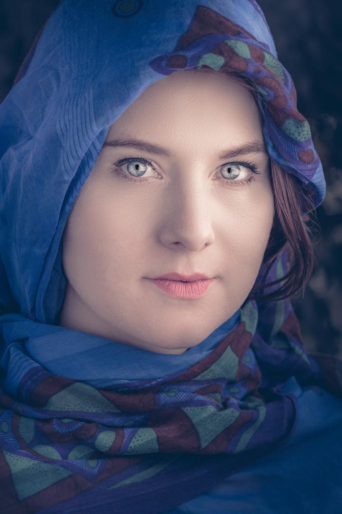 Portrait Kopftuch Alina