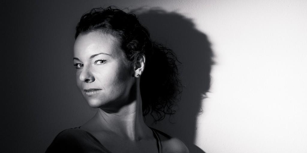 Portrait hartes Licht Steffi