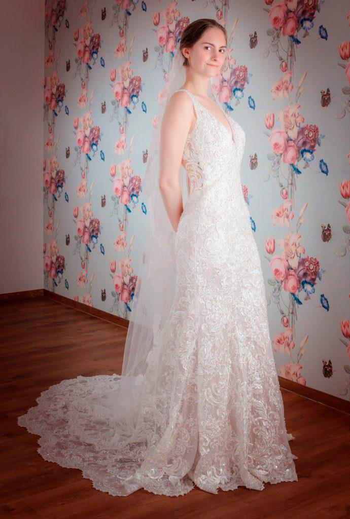 Mein & Fein Brautkleid in Umkleide